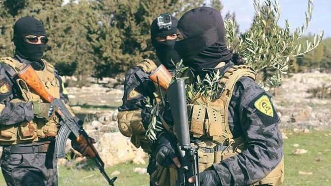 Chiến binh biệt kích YPG chiến đấu trên chiến trường Afrin. Ảnh minh họa: Masdar News.