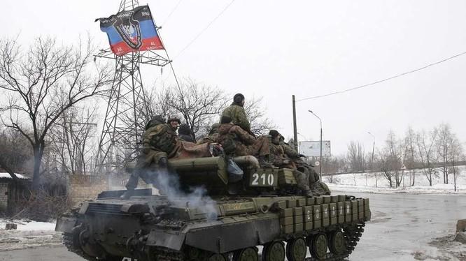 Xe tăng lực lượng dân quân Donetsk sẵn sàng chiến đấu. Ảnh minh họa: Rusvesna.