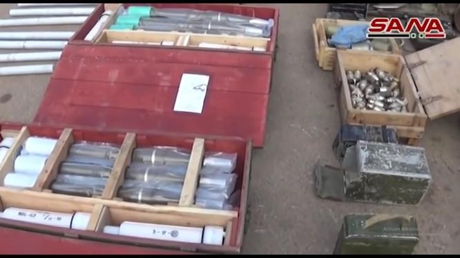 Kho vũ khí mới phát hiện tại thành phố Daraa. Ảnh minh họa video SANA