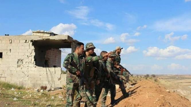 Nhóm trinh sát tiền tiêu quân đội Syria ở Hama. Ảnh: Masdar News.