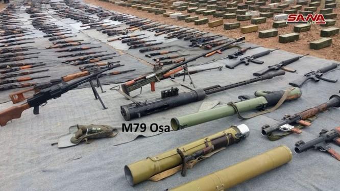 Quân đội Syria thu giữ vũ khí ở Quneitra, Tây Ghouta. Ảnh: SANA.