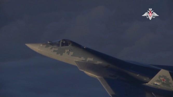 Tiêm kích Su-57 trên chiến trường Syria, ảnh minh họa video Bộ Quốc phòng Nga.