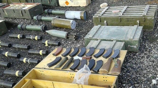 Kho vũ khí mới thu giữ ở Daraa. Ảnh: SANA.