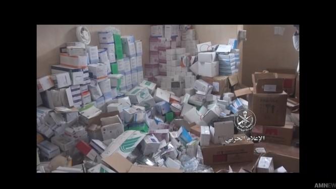 Vũ khí, trang bị y tế của Israel bị thu giữ ở Daraa.