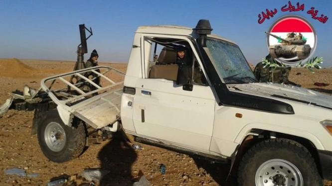 Quân đội Syria thu giữ một xe cơ giới của FSA trên chiến trường Al-Tanf, Syria. Ảnh minh họa: Masdar News.