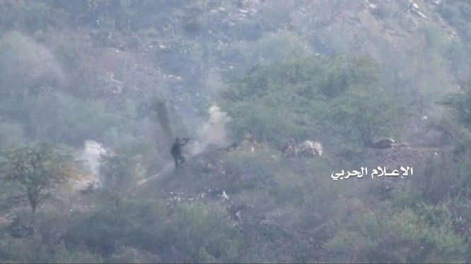 Chiến binh Houthi tấn công trên chiến trường Ả rập Xê-út.