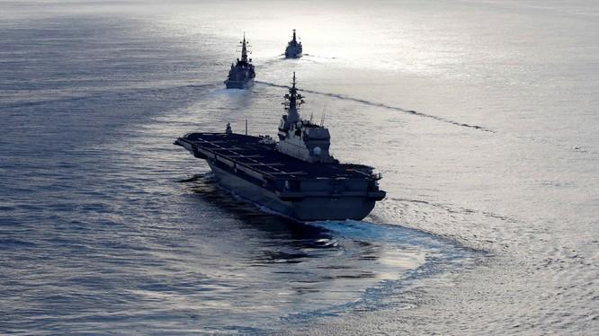 Tàu khu trục đổ bộ trực thăng lớp Izumo Kaga © Ảnh REUTERS / Kim Kyung-Hoon.