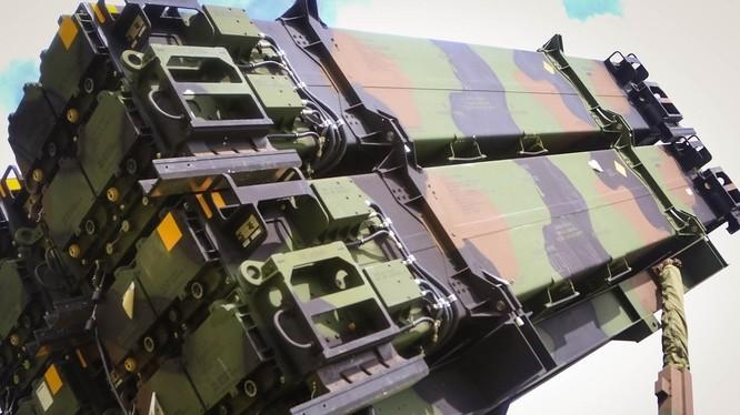 Hệ thống tên lửa phòng không và phòng thủ tên lửa Patriot.