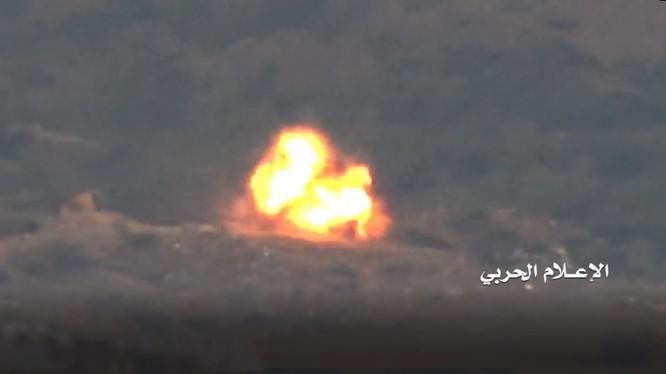 Lực lượng Houthi phá hủy xe cơ giới của Liên minh quân sự vùng Vịnh do Ả rập Xê-út dẫn đầu.