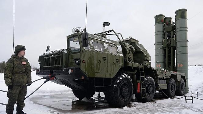 Tổ hợp xe phóng đạn tên lửa S-400 Triumph nhập khẩu từ Nga. Ảnh minh họa: Rusian Gazeta.