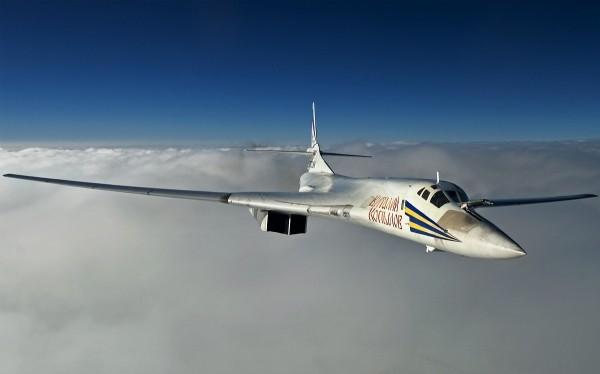 Máy bay ném bom chiến lược tầm xa Nga Tu-160 Thiên nga trắng.
