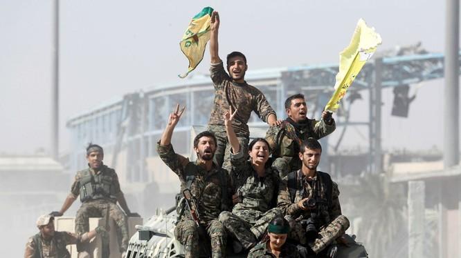 Các dân quân người Kurd trên chiến trường Deir Ezzor. Ảnh minh họa: Masdar News.