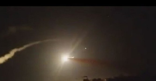Tên lửa phòng không Syria bắn hạ một tên lửa hành trình của Israel. Ảnh minh họa Masdar News