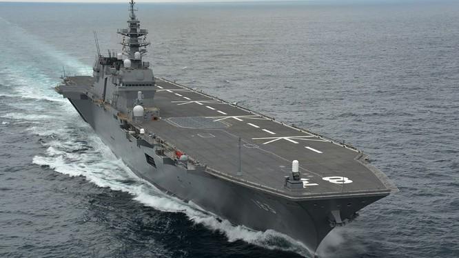 Khu trục hạm đổ bộ trực thăng Izumo Nhật Bản, ảnh minh họa ABS-CBN.