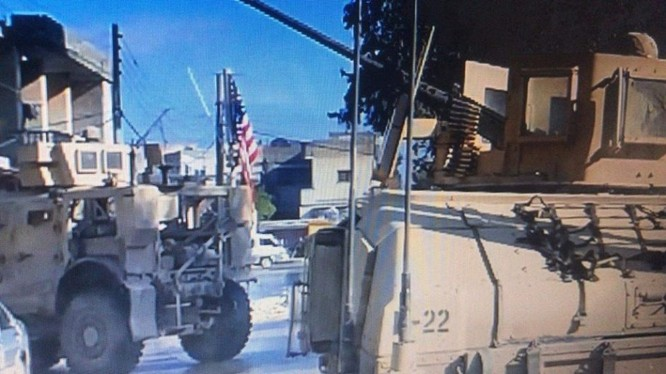 Một đơn vị quân đội Mỹ vẫn đang đóng quân trong thành phố Manbji. Ảnh chụp của truyền thông địa phương.