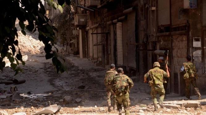 Binh sĩ quân đội Syria, tấn công trên chiến trường ngoại ô Damascus. Ảnh minh họa: Masdar News.
