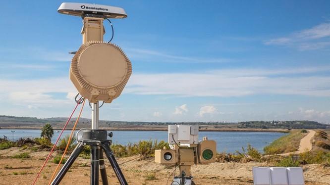 Hệ thống Drone Dome C-UAS do công ty Rafael phát triển. Ảnh minh họa: Jane's 360.