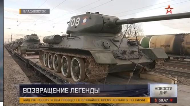Xe tăng T-34-85 Lào trên ga tàu Vladivostok.