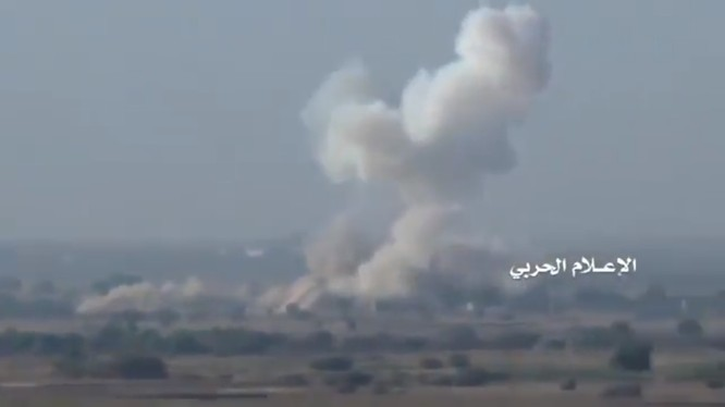 Xe tăng M60A3 của Liên minh quân sự vùng Vinh do Ả rập Xê-út dẫn đầu, bốc cháy dữ dội ở tỉnh Hajjah thuộc Yemen.