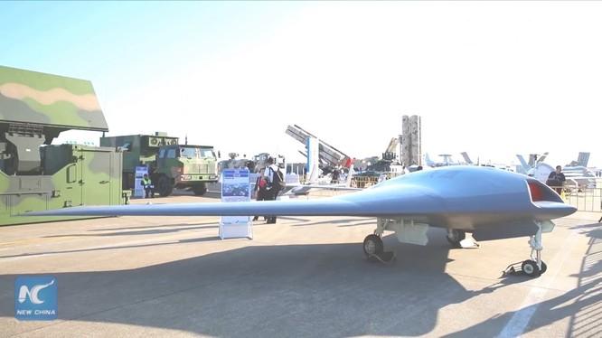 Máy bay không người lái dạng cánh bay UAV SkyHawk. Ảnh triển lãm hàng không Chu Hải 2018