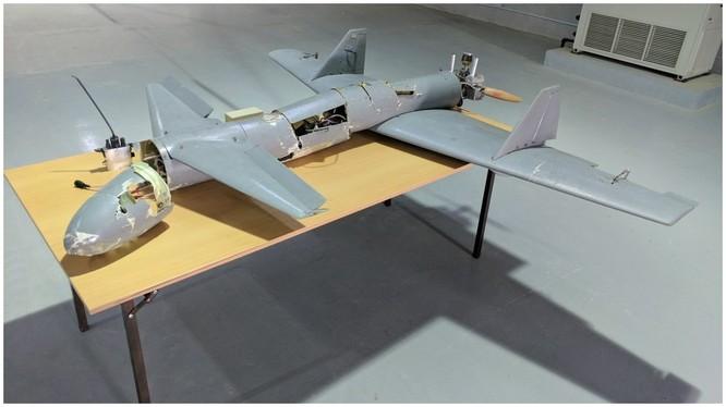Máy bay không người lái Houthi, loại Qasef 1/Ababil T mang bom tấn công cuộc diễu hành quân sự. Ảnh minh họa SkyNews