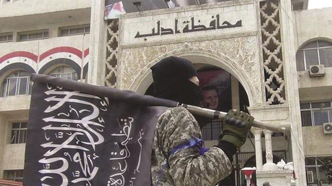 Các tay súng HTS tấn công vào khu dân cư của lực lượng Hồi giáo cực đoan FSA ở Idlib. Ảnh minh họa: South Front.