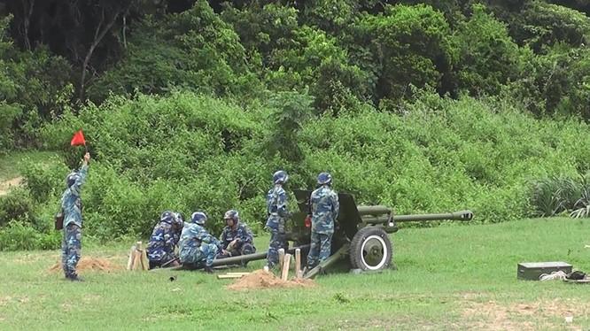 Pháo 76mm nguyên mẫu ZiS-3 năm 1942 được sử dụng cho huấn luyện bắn đạn thật. Ảnh: Vietbao.
