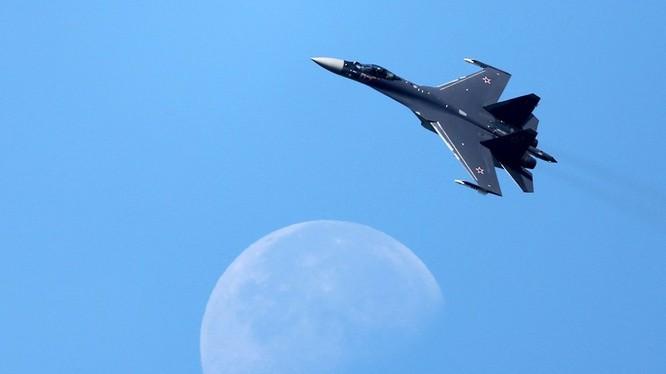 Máy bay tiêm kích thế hệ 4++ Su-35. Ảnh minh họa Russian Gazeta.