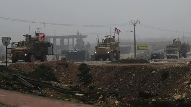 Đoàn xe cơ giới của quân đội Mỹ hành quân tuần tiễu ở Manji, Aleppo. Ảnh minh họa South Front