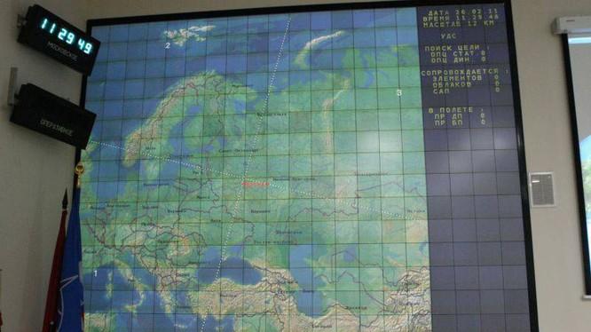 Màn hinh điều khiển theo dõi thử nghiệm tên lửa đánh chặn A-235 Nudol. Ảnh TopWar
