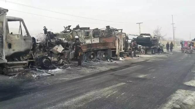 Đoàn 70 chiếc xe quân vụ của chính quyền Kabul bị Taliban hủy diệt ở Afghanistan. Ảnh minh họa: South Front.