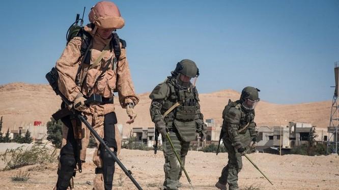 Chiến sĩ công binh, sử dụng khung xương trợ lực EO-1 trên chiến trường Syria.