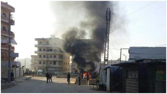 Vụ đánh bom xe trong thành phố Afrin, Aleppo. Ảnh: Masdar News.