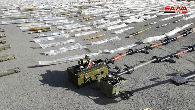 Các loại vũ khí đạn dược thu giữ được trên vùng ngoại ô Damascus. Ảnh SANA