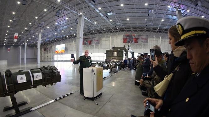Tư lệnh trường lực lượng pháo binh - tên lửa Nga giới thiệu về tổ hợp tên lửa chiến dịch - chiến thuật mới Iskander.