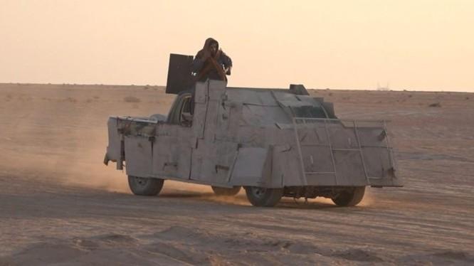 Xe chiến đấu và đánh bom tự sát của IS trên chiến trường Deir Ezzor. Ảnh South Front