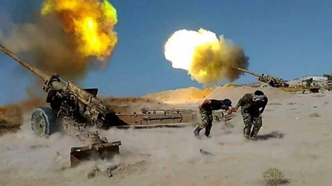 Lực lượng pháo binh - tên lửa quân đội Syria đánh phá chiến tuyến của các nhóm Hồi giáo cực đoan ở Hama, Idlib. Ảnh: South Front.