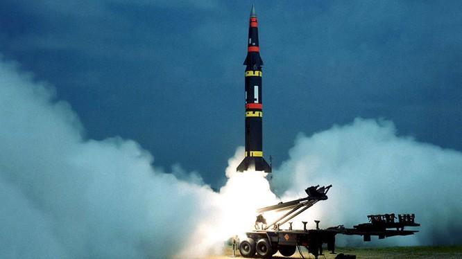 Tên lửa đạn đạo tầm trung của Mỹ Persing II.