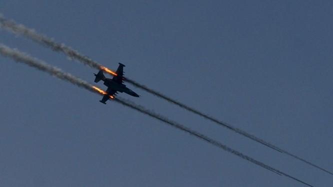 Máy bay chiến đấu Iraq không kích trên chiến trường Deir Ezzor. Ảnh minh họa Masdar News
