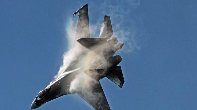 Tiêm kích đa nhiệm chiếm ưu thế trên không Su-35S. Ảnh minh họa: Rusian Gazeta.