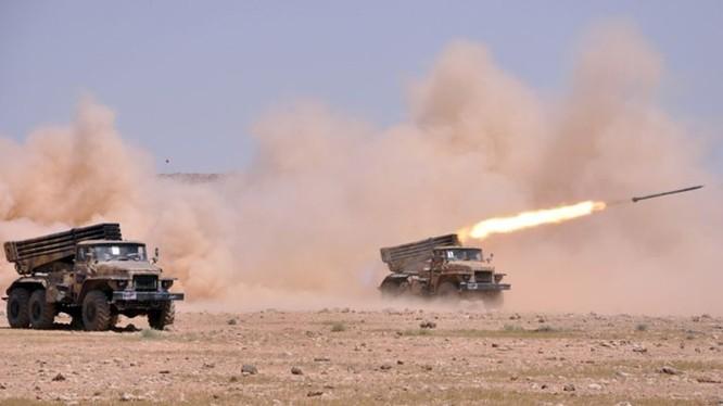 Pháo phản lực quân đội Syria xả đạn vào kẻ thù. Ảnh minh họa: South Front.