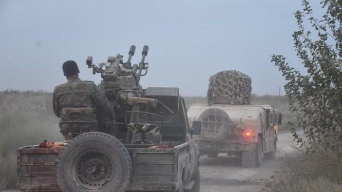 Các chiến binh SDF hành quân trên chiến trường Deir Ezzor. Ảnh minh họa Masdar News