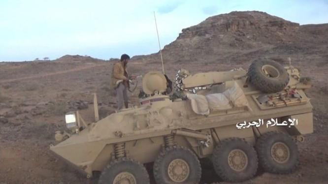 Lực lượng Houthi phá hủy xe thiết giáp của Liên minh quân sự Ả rập Xê út. Ảnh South Front