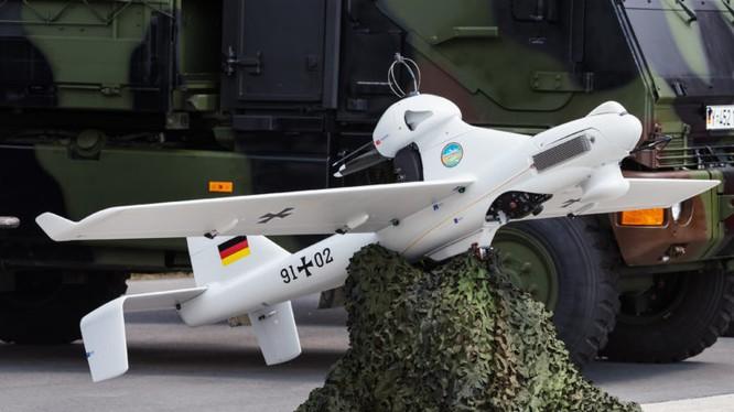 EMT LUNA X-2000 UAV của Đức (số hiệu 91 02) tại triển lãm ILA Berlin Air Show 2016. Ảnh: Julian Herzog.