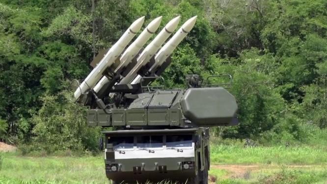 Tổ hợp tên lửa phòng không Buk-M2E Venezuela.