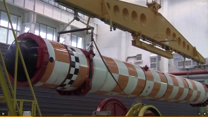 Container ống phóng ngư lôi - tàu ngầm không người lái Poseidon chuẩn bị thử nghiệm.