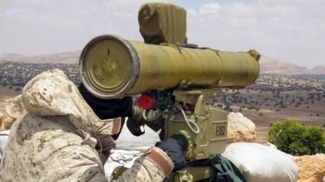 Binh sĩ quân đội Syria tiến hành cuộc tập kích hỏa lửa bằng tên lửa chống tăng ATGM. Ảnh minh họa South Front.