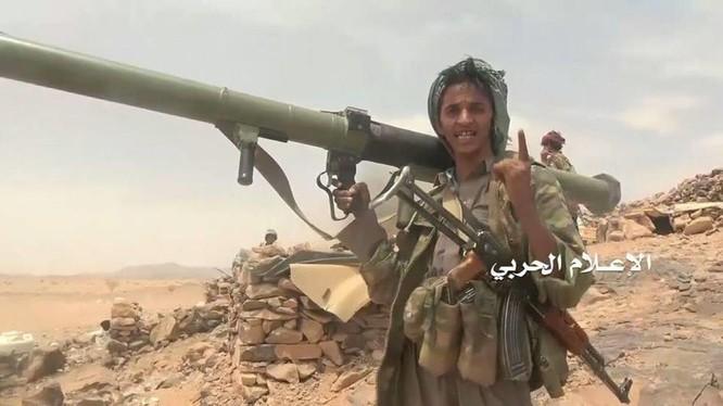 Chiến binh Houthi trên chiến trường Yemen với súng phóng lựu B-10. Ảnh minh họa: Masdar News.
