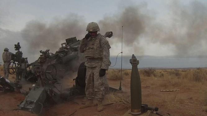 Lính thủy đánh bộ Mỹ pháo kích trên chiến trường Syria.
