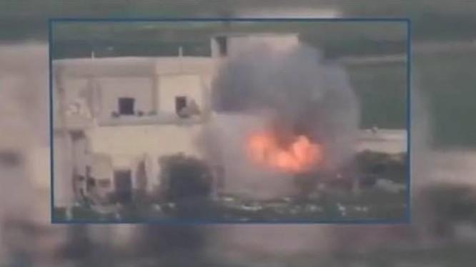 Tên lửa TOW đánh trúng trận địa quân đội Syria ở Idlib.